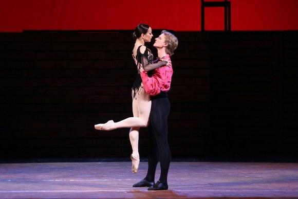 """Сцена из балета """"Кармен-сюита"""": Кармен - Диана Вишнева, Хосе - Илья Кузнецов"""