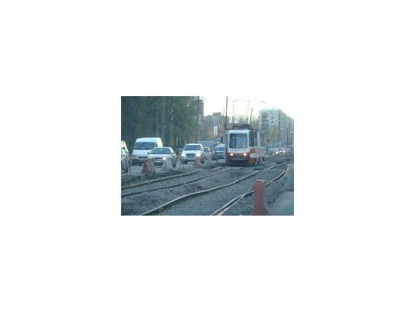 Пассажиры трамваев на Ириновском рискуют жизнью