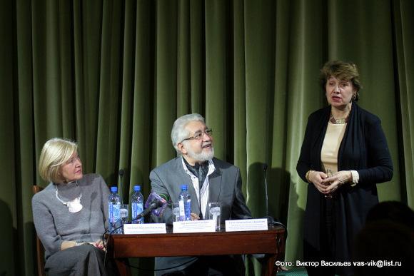 Наталья Метелица, Лев Додин и Роза Садыхова на встрече с журналистами