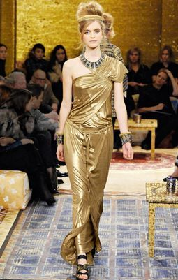 Золотое бархатное платье