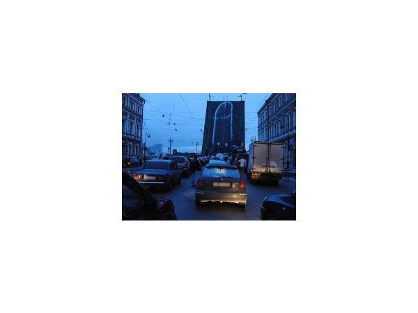 Литейный мост непристойно разукрасили