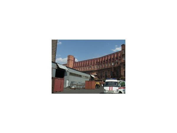 Горит асбестовый завод в Московском районе