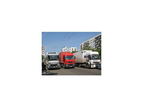 Смольный грузовикам: отдай пропуск