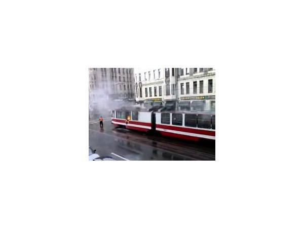 Трамвай на Среднем тушили полчаса