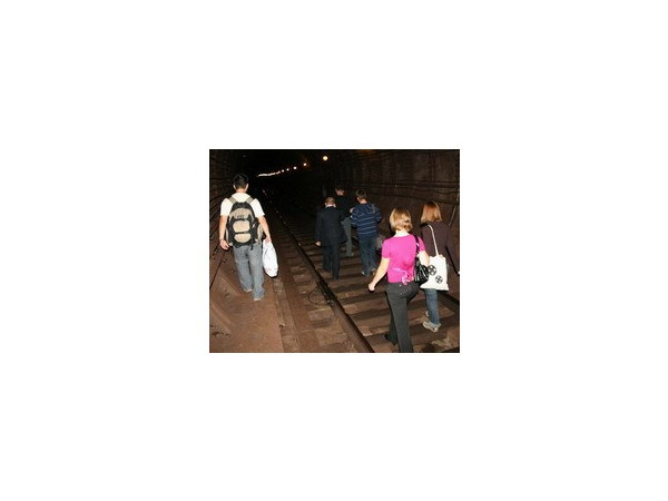 Репортаж эвакуированного через тоннель метро