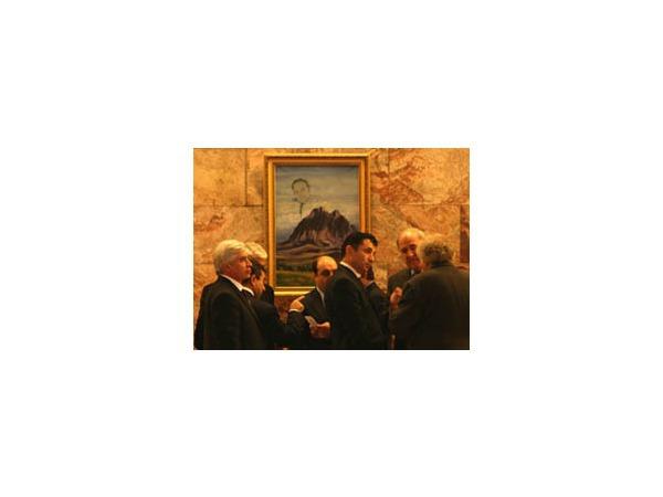 Годовщину независимости Азербайджана отмечают выставкой художников в Этнографическом музее