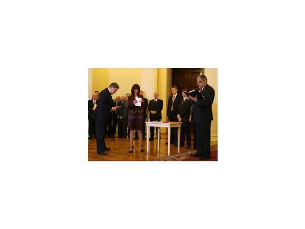 Вручение мандатов новым депутатам ЗакСа: отказались только эсеры, но и среди них нашлось исключение