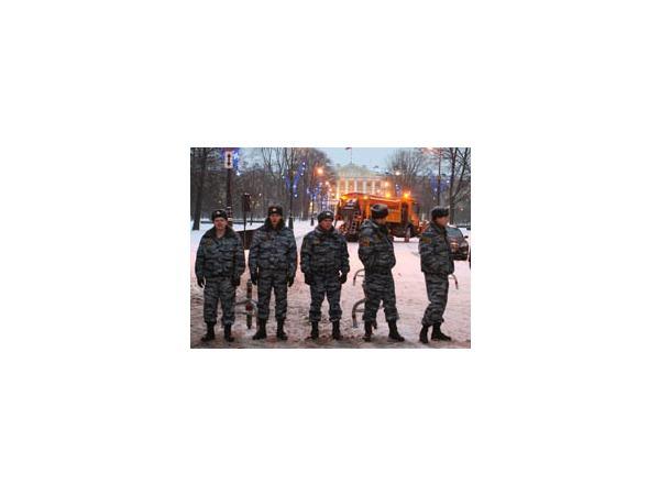 ГУ МВД: У Смольного задержано 10 человек