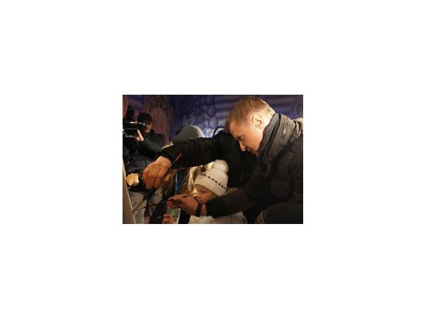 """Малафеев со своими детьми нарисовал """"Аврору"""" на Рождественской ярмарке"""