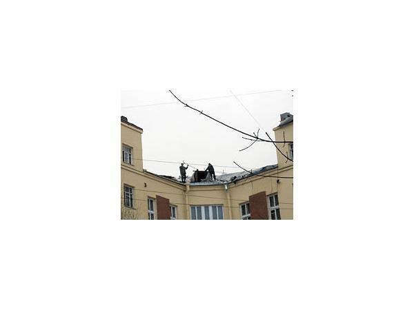 Крыша на Обводном поехала - будет после Нового года