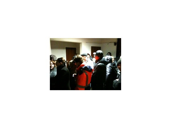 На временном участке в Кировском районе избиратели выстроились в очередь