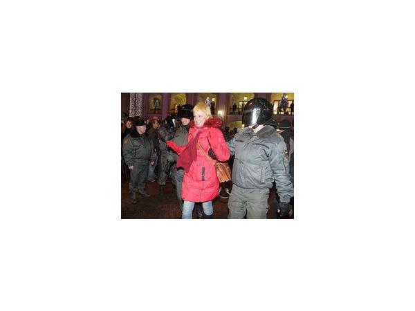 """Полиция: В Петербурге на митинге """"Против несправедливых выборов"""" задержано 100 человек"""