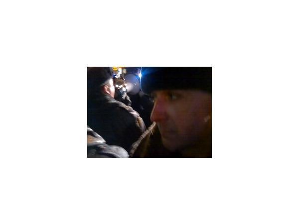 """Корреспондент """"Фонтанки"""" оказался в первом автобусе с задержанными у Гостиного двора"""