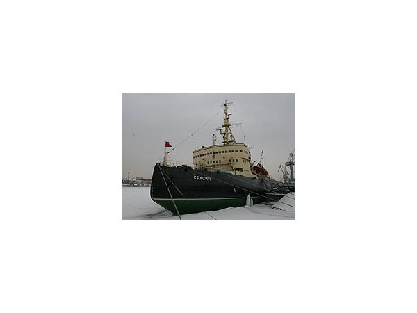 Ледокол «Красин» замерзает