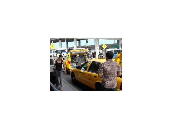 Таксисты въедут в Пулково с шашечками наголо
