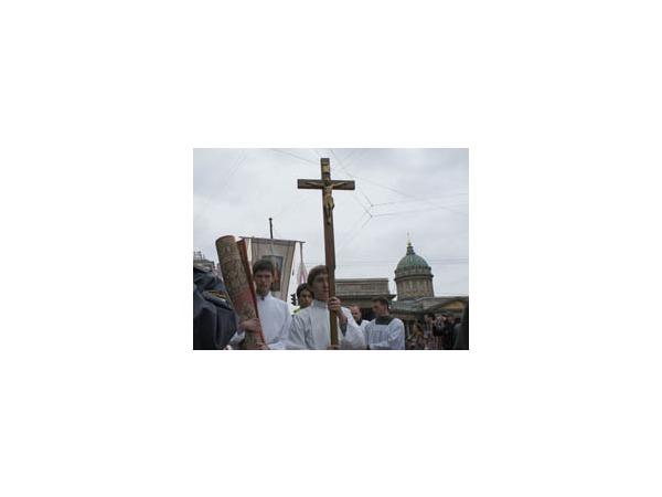Католики Петербурга отметили праздник Тела и Крови Христа