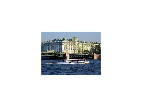 Петербург готовится к летней навигации