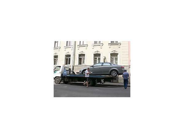 Закон о платной эвакуации машин пошел под суд