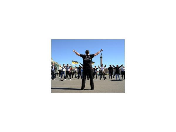 Часть демонстрантов на Дворцовой попыталась прорваться сквозь кордоны; анархисты устроили стычку