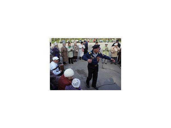 В Удельном парке День Победы отметили песнями под гармонь