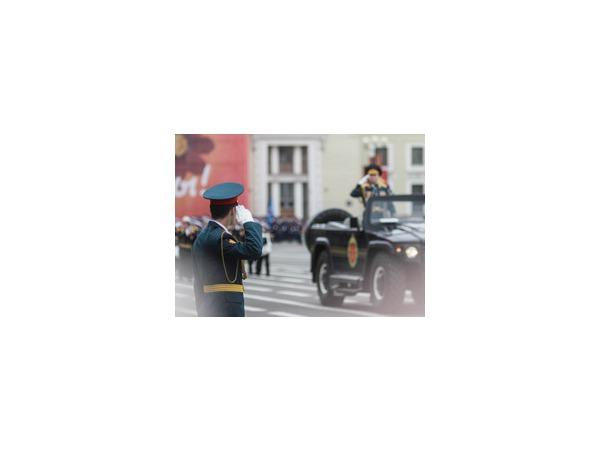 В параде на Дворцовой площади приняли участие 2,5 тысячи военнослужащих