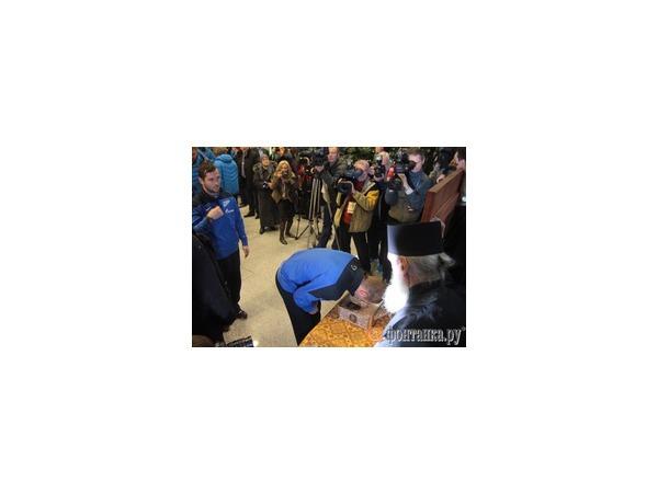 """Игроки """"Зенита"""" в Пулково прикоснулись к прибывшим в Петербург Дарам волхвов"""