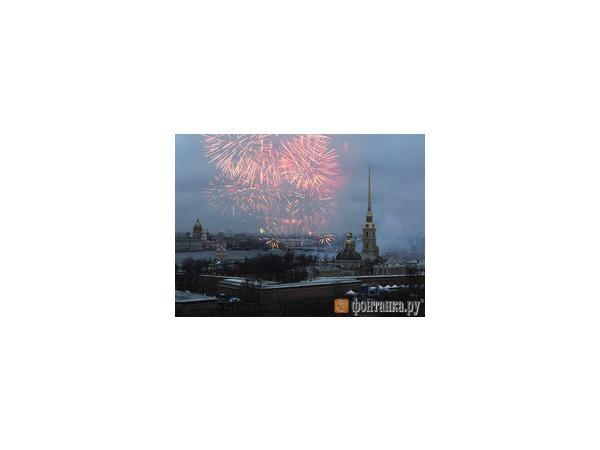 В Петербурге Рождество отметили салютом