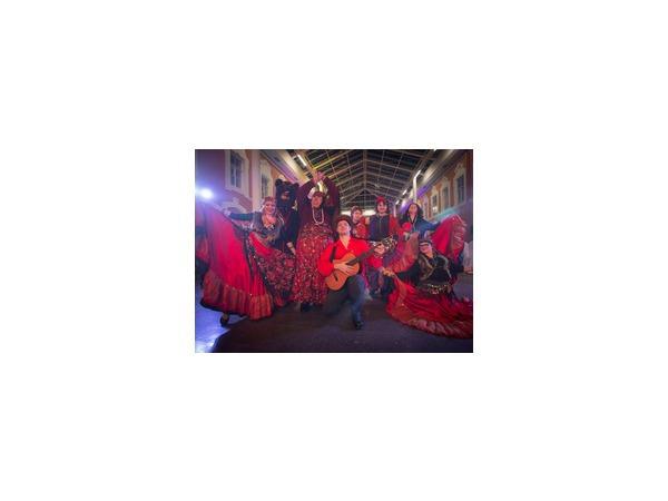 «Фонтанка» смешалась с цыганами на осеннем балу прессы