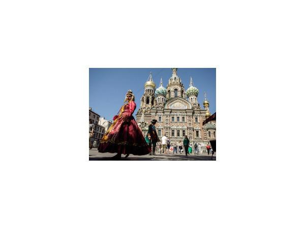На лондонском кэбе к туристическому Петербургу