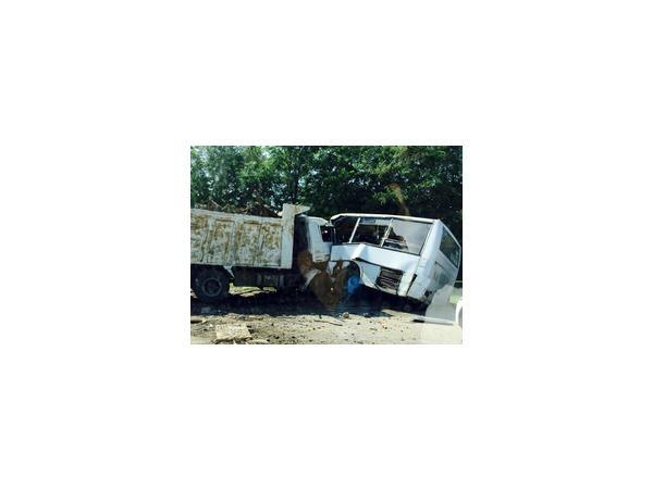Пассажиров маршрутки убил самосвал