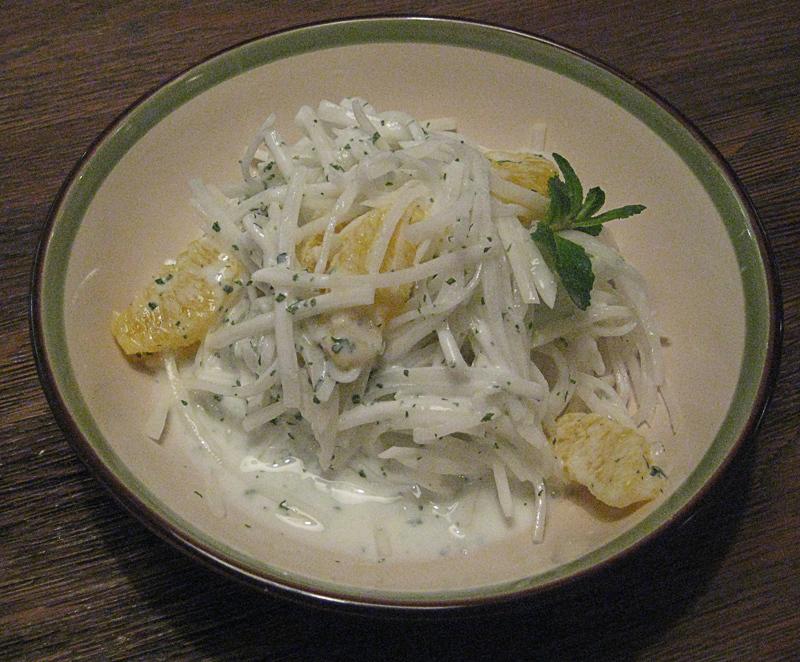 Салат из редьки с апельсином
