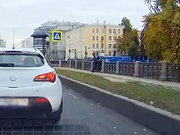 Кто сбросил пешехода в Крюков канал