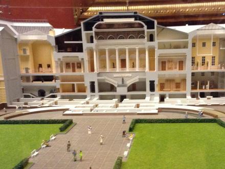 Русский музей снова попросит на крышу