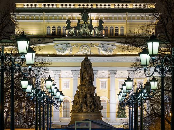 «Офис недели»: Куда ведут тайные двери Александринского театра