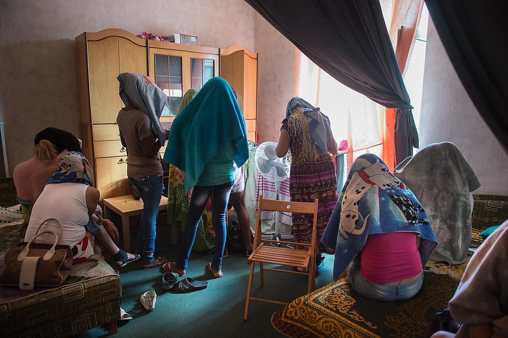 Девочки по вызову станция метро Парнас спб элитные шлюхи Дибуновская ул.