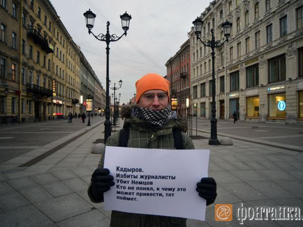Журналисты вышли на Невский с одиночными пикетами в поддержку коллег