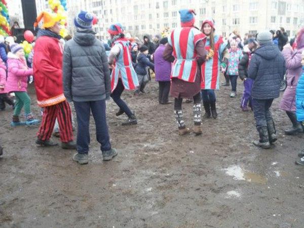 """Жители Колпино возмутились """"грязной Масленицей"""" от муниципалов"""