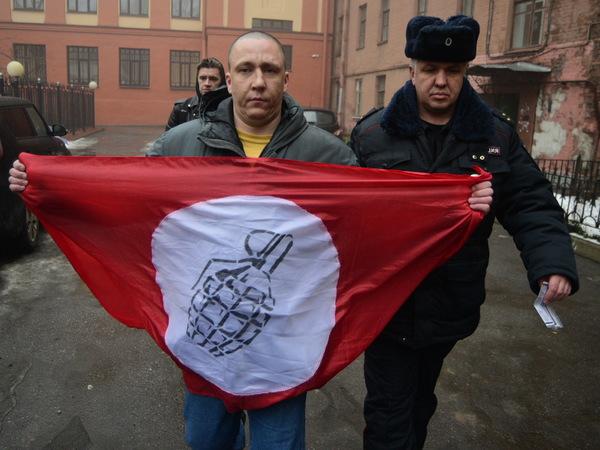 У консульства Украины в Петербурге задержаны другороссы, закидывавшие его яйцами и файерами