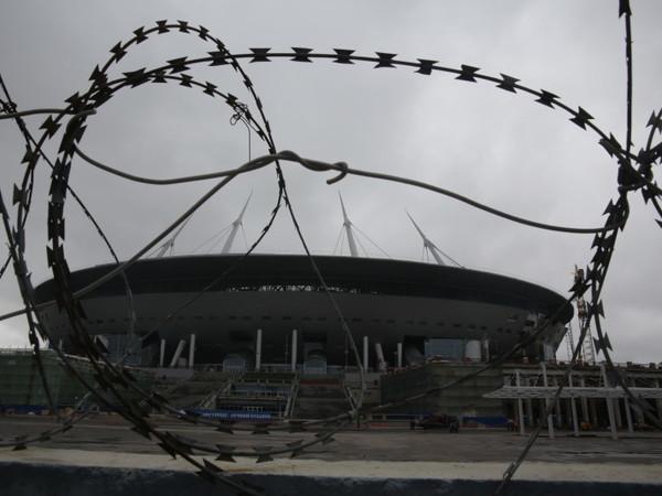 Как Смольный на стадион с войной пришел