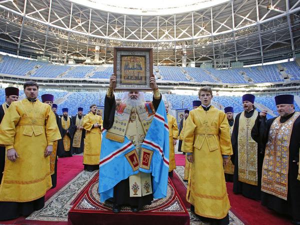 Епархия: На стадионе совершили молебен об успешном завершении строительства