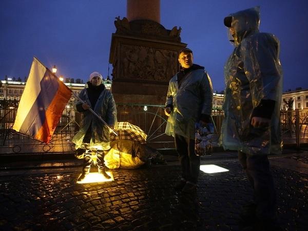 На Дворцовой площади задержаны 20 человек, собиравшихся там ночевать