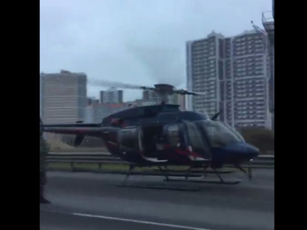 На КАД выросла пробка: на место ДТП сел вертолёт