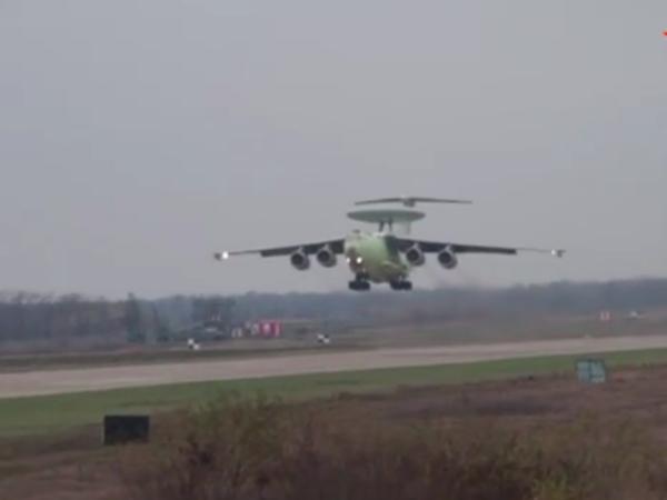 В Сеть выложили видео первого полета российского самолета-радара А-100