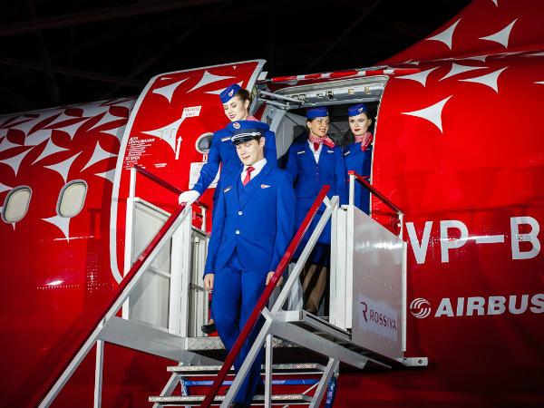 «Россия» представила новую форму стюардесс и наземных служб