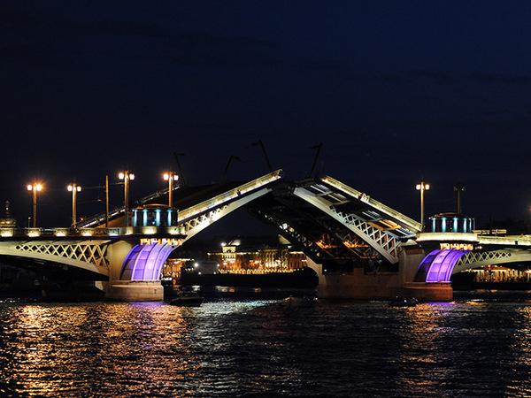 Мост имени храма, царя и революционера