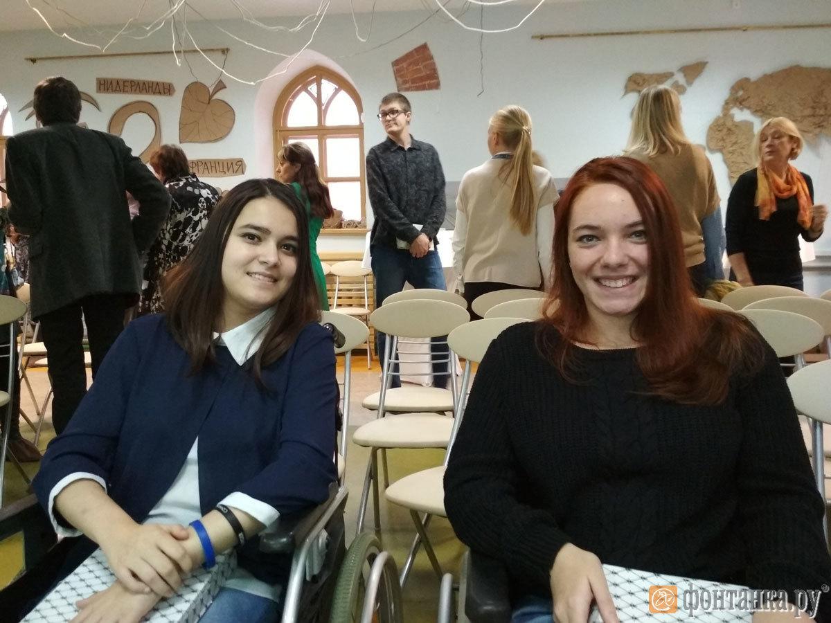 """Анна Потулянко и Шайра Рахматова, героини фильма """"Терапия красотой"""""""