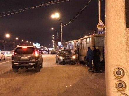 Оторванные колеса и внезапный дрифт: в Петербурге прошла «ночь жестянщика»