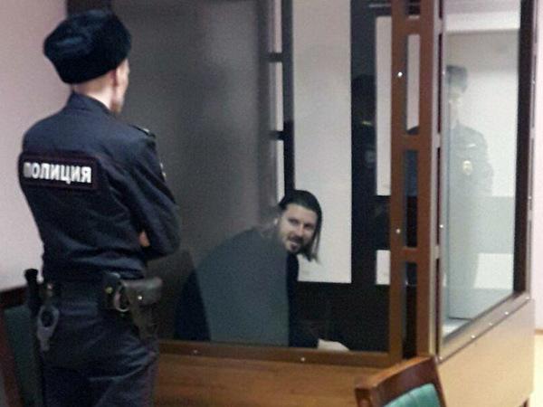 Священник Грозовский пять часов упрашивал суд отпустить его из камеры