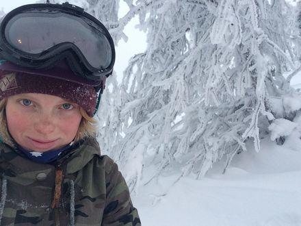 Сноубордистке с нарушением слуха нужна помощь