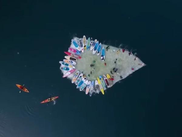 SUP-серферы угнали льдину во Владивостоке